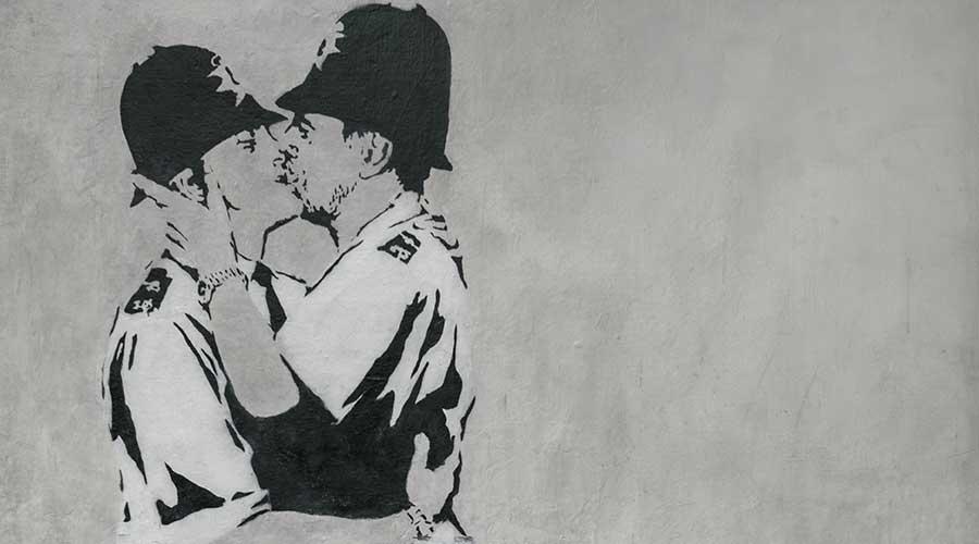 kissing coopers banksy
